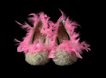 Criminal Aesthetic Fashion #22, 2013, glitter pulver, plumes, size n39 / 8, unique piece