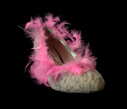 Criminal Aesthetic Fashion #22, 2013, glitter pulver, plumes, size n39 / 8, unique piece