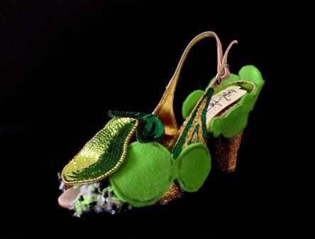 Daniel González SH22_Criminal Aesthetic Fashion #1_2013 paillettes, felt, glitter on leather sandal photo Elena Girelli
