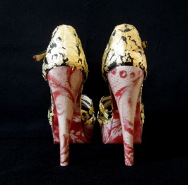 Daniel González_Bastardisation Collection #33_2014_gold leaf, spray paint on sandal pumps_n38 unique piece, Ph Elena Girelli